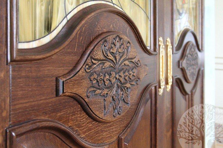 Межкомнатные двери из массива изображение