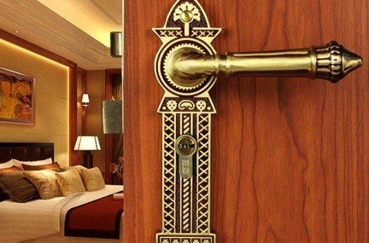 Дверная ручка как важная деталь межкомнатной двери изображение